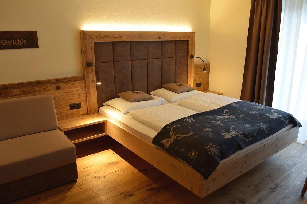 Zimmer in der bauernhofpension moarhof - Zimmer mit steintapete ...